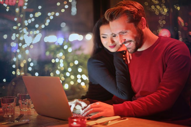 Couple looking at laptop | Kelly Chandler Consulting